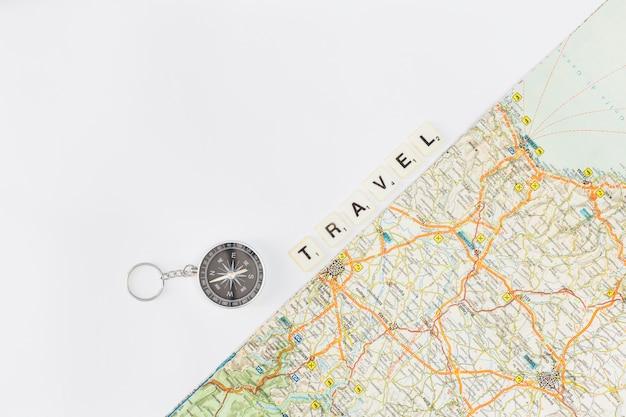 Concept de voyage avec fond de carte