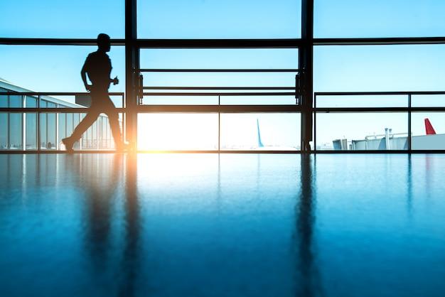 Concept de voyage, les gens à l'aéroport.
