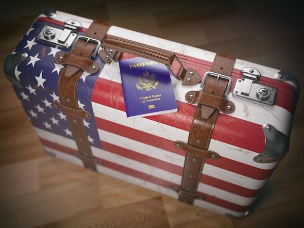 Concept de voyage ou d'immigration. passeport américain et valise avec drapeau des états-unis. illustration 3d