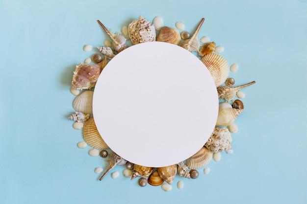 Concept de voyage mer été. cadre de coquillages