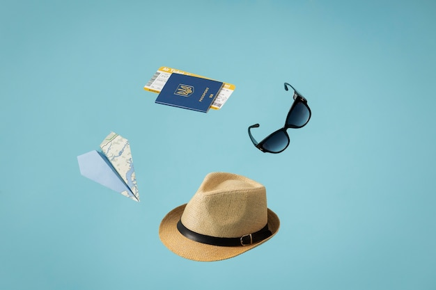 Concept de voyage avec passeport et articles