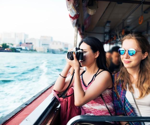 Concept de voyage de photographie de voyage de filles