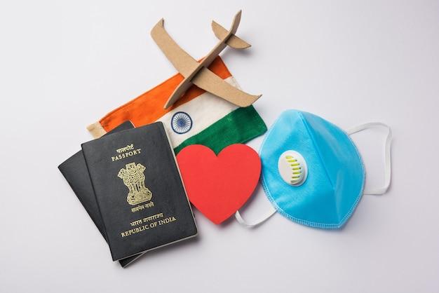 Concept de voyage et de tourisme dans la pandémie de couronne indiens bloqués revenant pour mariage ou lune de miel en inde