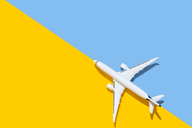 Concept de voyage et de vols de vue de dessus d'avion de passagers