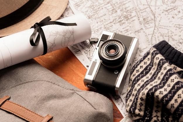 Concept de voyage vue de dessus avec appareil photo