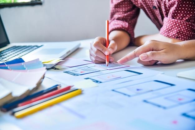 Concepteur de site web développement d'applications de planification créative création graphique