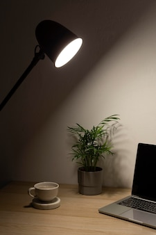 Conception de bureau à domicile minimale
