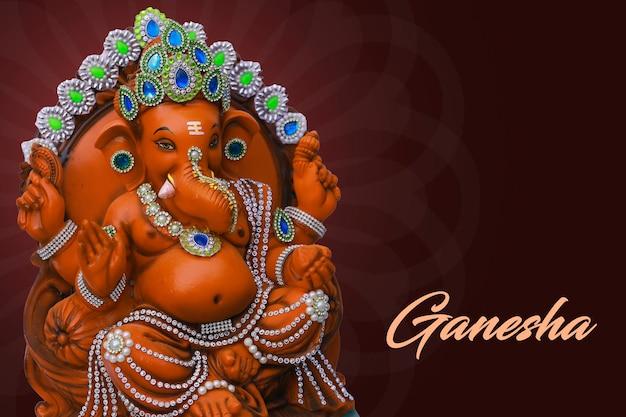 Conception de carte de voeux happy ganesh chaturthi avec l'idole du seigneur ganesha