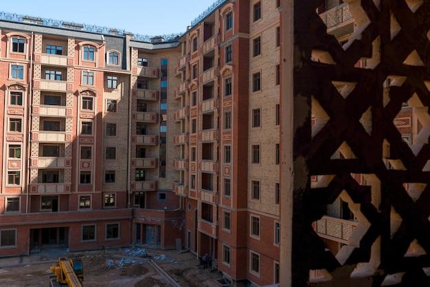 Conception de complexe d'appartements modernes. immeuble en construction