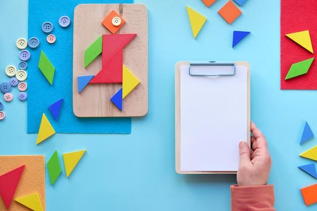 Conception créative pour la journée mondiale de l'autisme, le 2 avril. bannière de sensibilisation à l'autisme avec triangles tangram