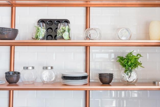 Conception d'une cuisine familiale moderne dans le style loft.