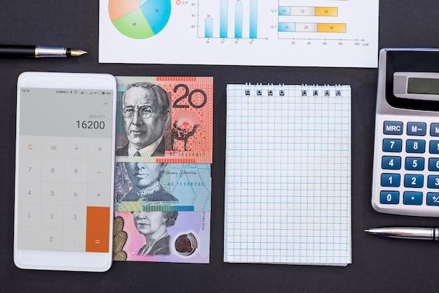 Conception de la planification financière avec des dollars australiens sur fond noir