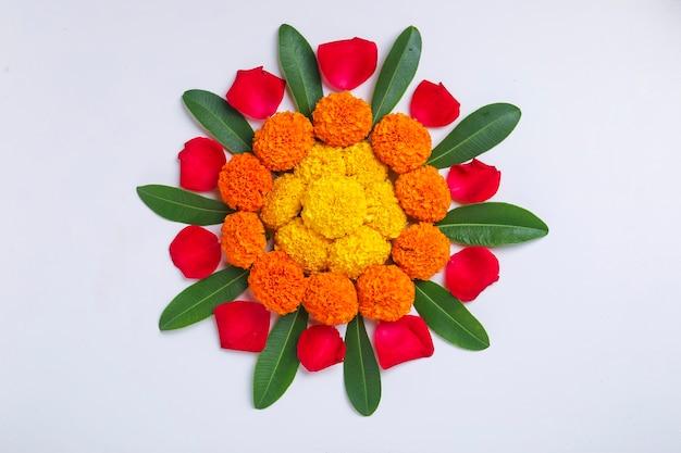 Conception de rangoli de fleur de souci pour le festival de diwali, décoration florale du festival indien