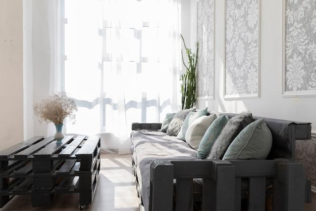 Conception de la salle de séjour avec un canapé confortable