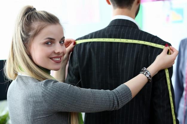 Conception de vêtements chics concept d'artisanat sur mesure