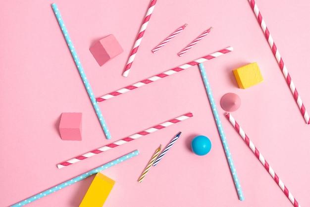 Conceptions colorées de fête d'anniversaire idées de planification de célébration lumineuses nouvelles décorations flashy pailles bonbons bougies célébrer la conception du festival besoins de la fête