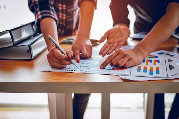 Concepts d'entreprise, planification d'entreprise et travail d'équipe avec espace copie