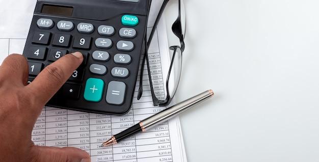 Concepts financiers, tableaux de chiffres financiers et calculatrices