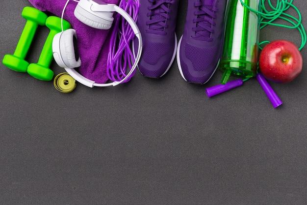Concepts de fitness sportif avec équipement de gym
