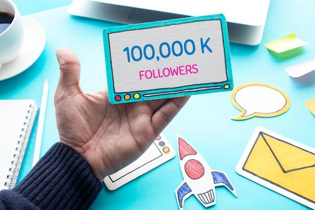 Concepts de médias sociaux ou de vie numérique avec les abonnés du canal vdo.community avec la vue contents.top