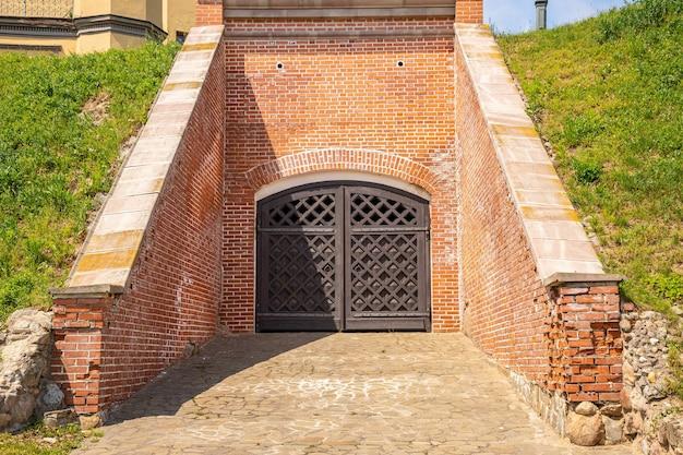 Concepts de voyage et de destination touristique. le célèbre château de nesvizh est un exemple profond du patrimoine médiéval et de la résidence de la famille radziwill.