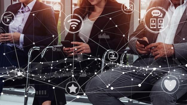 Conceptuel de la technologie des médias sociaux et des réseaux de personnes