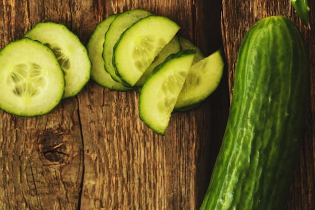 Concombre vert et tranches