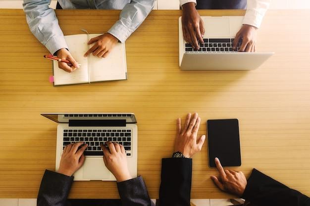 Conférencier conférence lieu de travail groupe femmes connexion