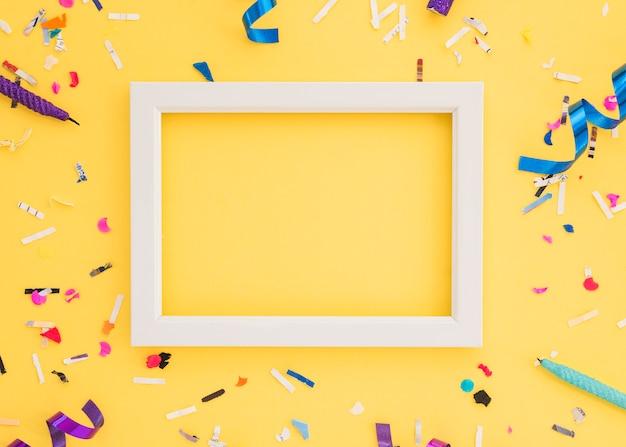 Confetti d'anniversaire avec cadre
