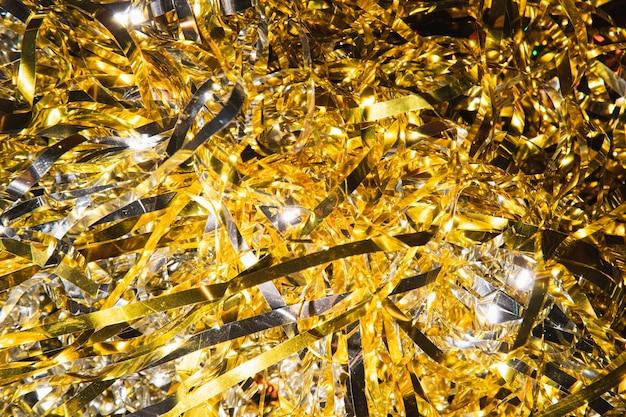 Confetti doré à angle élevé pour le nouvel an