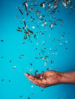 Confettis attrapants à la main