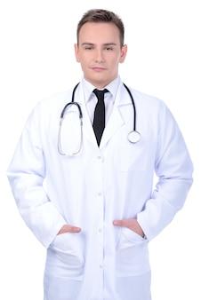 Confiant jeune médecin
