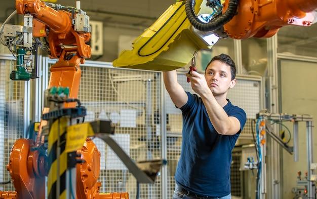 Configuration d'une ligne robotique avec bras automatiques avant de démarrer le processus