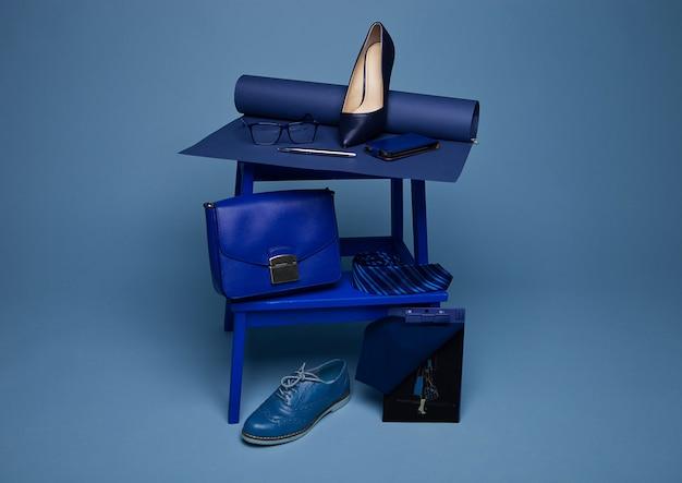 Configuration de la nature morte de style de mode de couleur bleue
