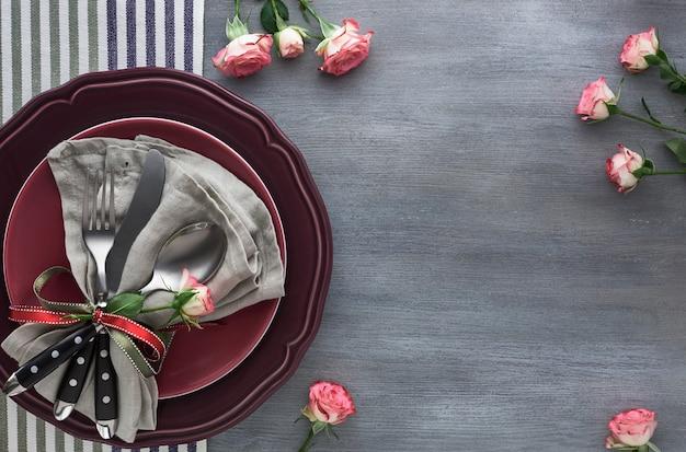 Configuration de la table de la saint-valentin, anniversaire ou anniversaire