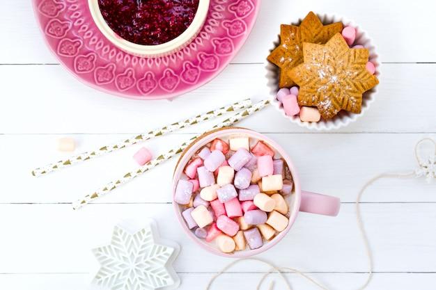 Confiture de framboises et de biscuits au gingembre rose et au gingembre rose