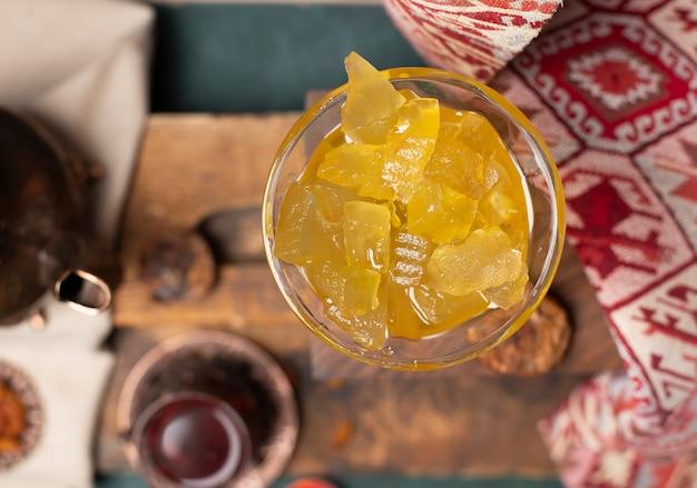 Confiture de melon d'eau jaune en pot de verre