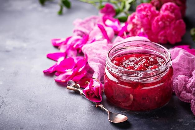 Confiture de pétales de rose faite maison
