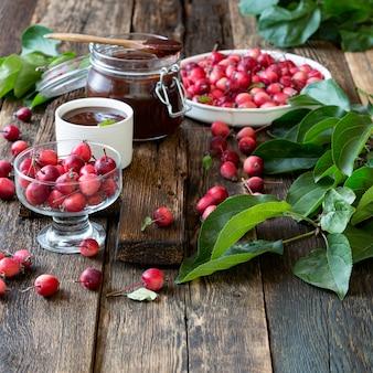 Confiture de pomme nature morte aux pommes sauvages