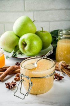 Confiture ou sauce aux pommes maison