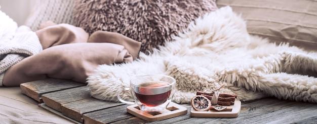 Confort de la maison, salon avec canapé et décoration intérieure