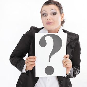 Confus, femme affaires, projection, a, point interrogation., isolé, blanc