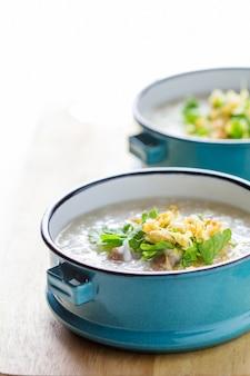 Congee de riz mélangé avec de la viande