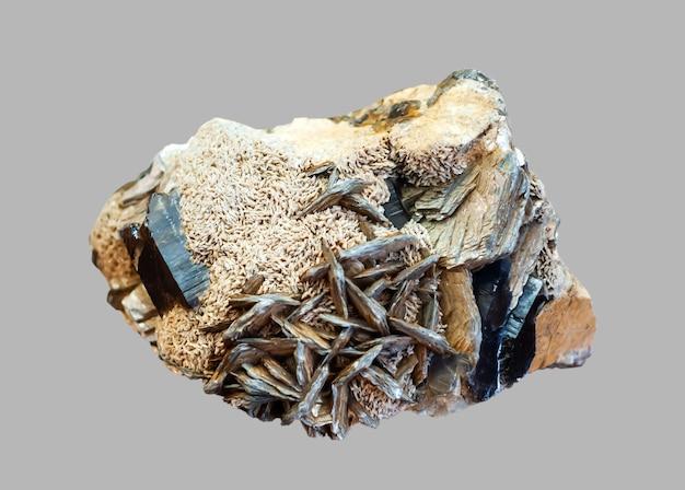 Conglomérat de spécimen minéralogique de cristaux de morion feldspath et mica isolés