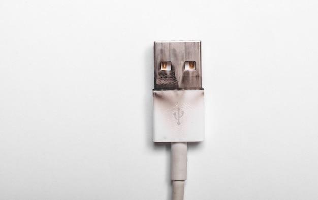 Connecteur usb fil brûlé