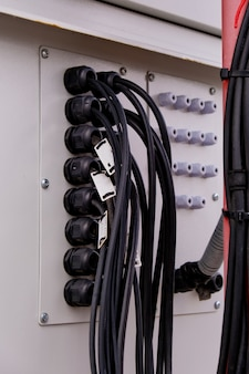 Connexion des câbles dans l'armoire de télécommunication