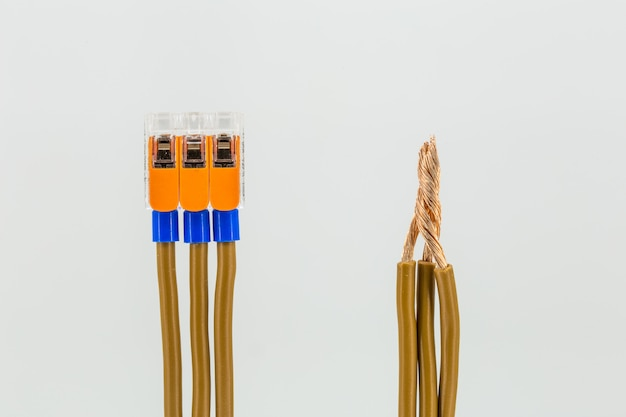 Connexion des câbles électriques au bornier