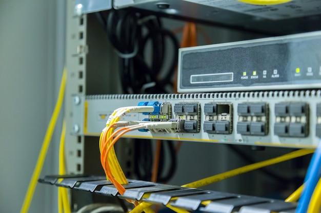Connexion par fibre optique sur le réseau central swtich