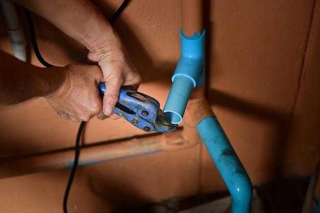 Connexions de tuyaux en pvc