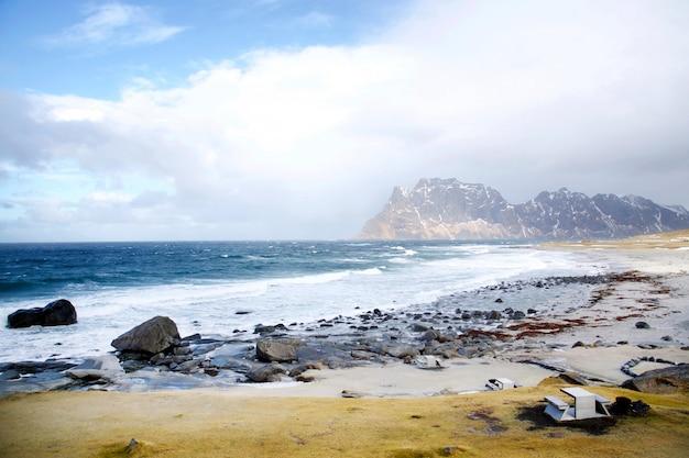 Connu pour ses paysages distinctifs avec des montagnes et des pics spectaculaires, la mer ouverte et des baies protégées, des plages et des terres intactes.